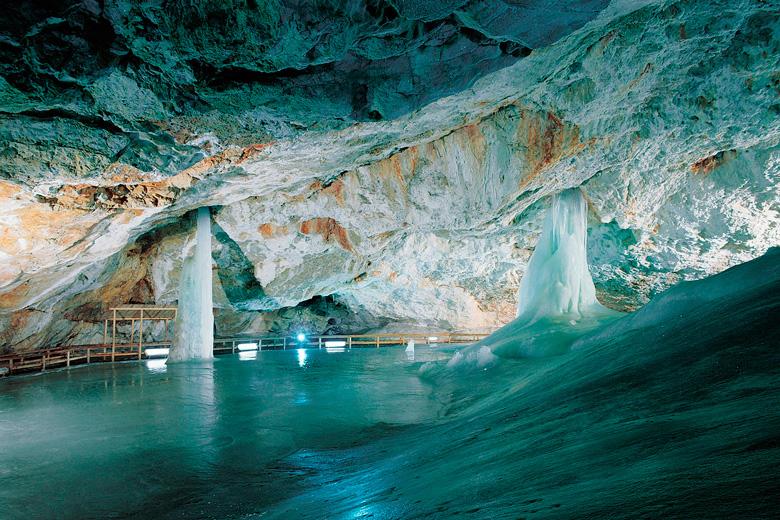 Dobsinska-ladova-jaskyna